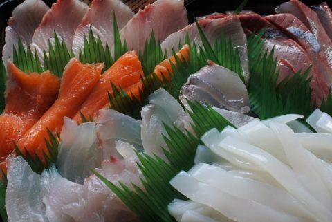 5種盛(カンパチ、はまち、境港サーモン、鯛、白イカ)