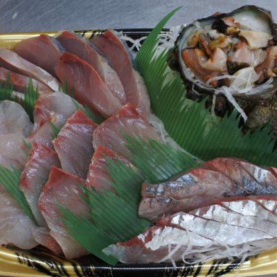 5種盛(サザエ、はまち、ひらまさ、鯛、アジ)